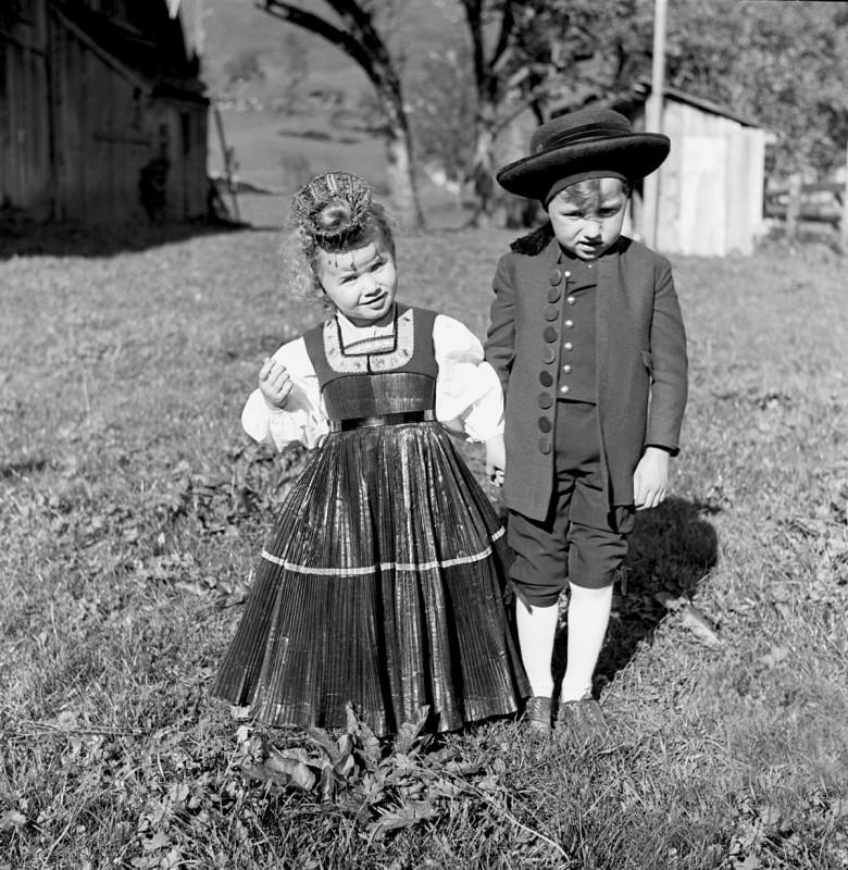 Trachtenpärchen aus dem Bregenzerwald, 1941