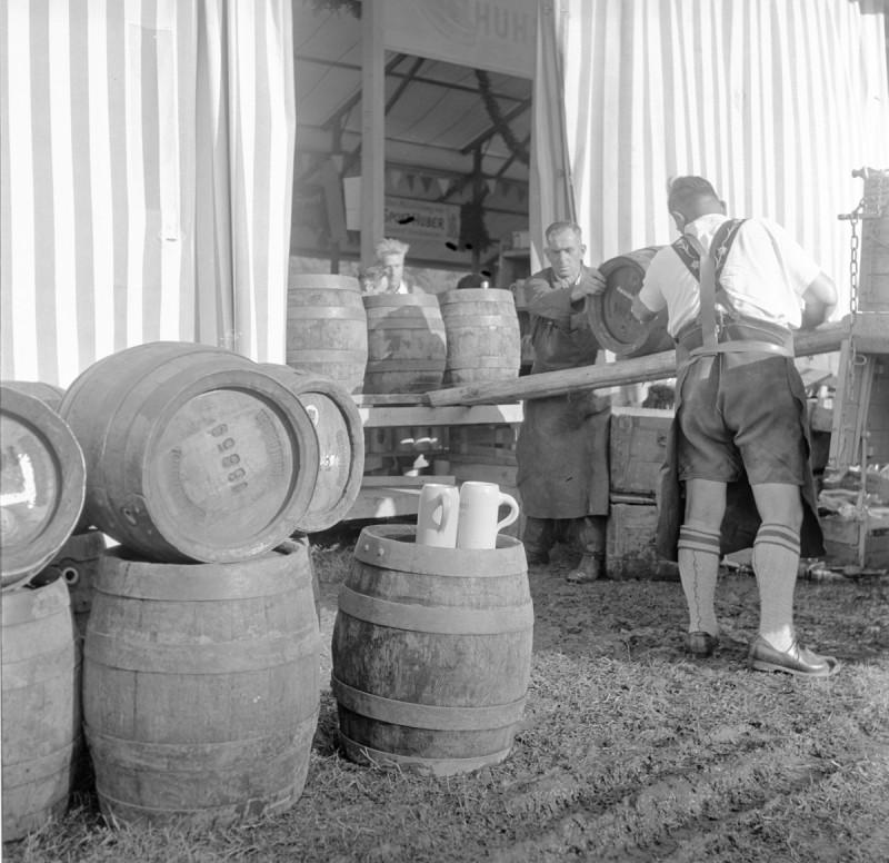 Trachtenfest mit Bier, 1951