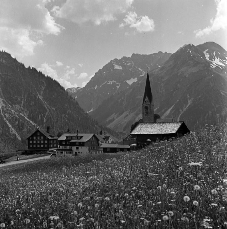 Dorfidylle im kleinen Walsertal, 1950