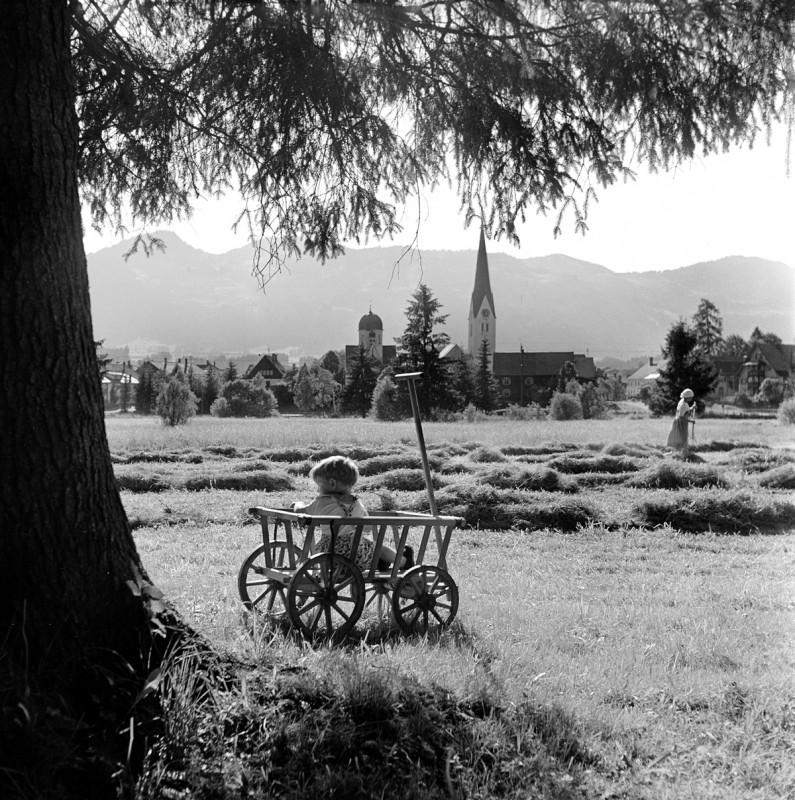 Kind im Leiterwagen, 1953