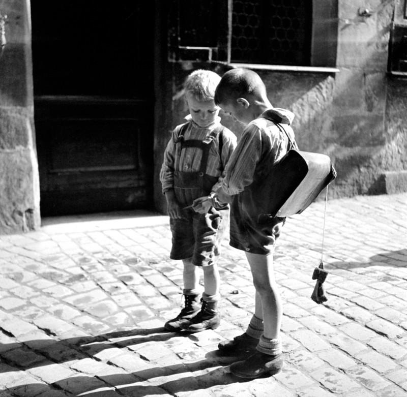 Schulbuben, 1932