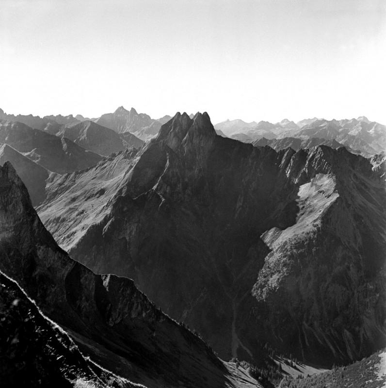 Hoch in den Bergen, 1952