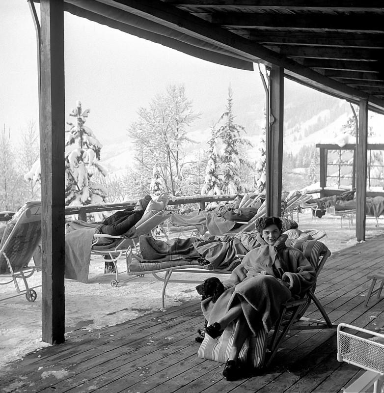 Sonnenbaden am Oberjoch, 1952