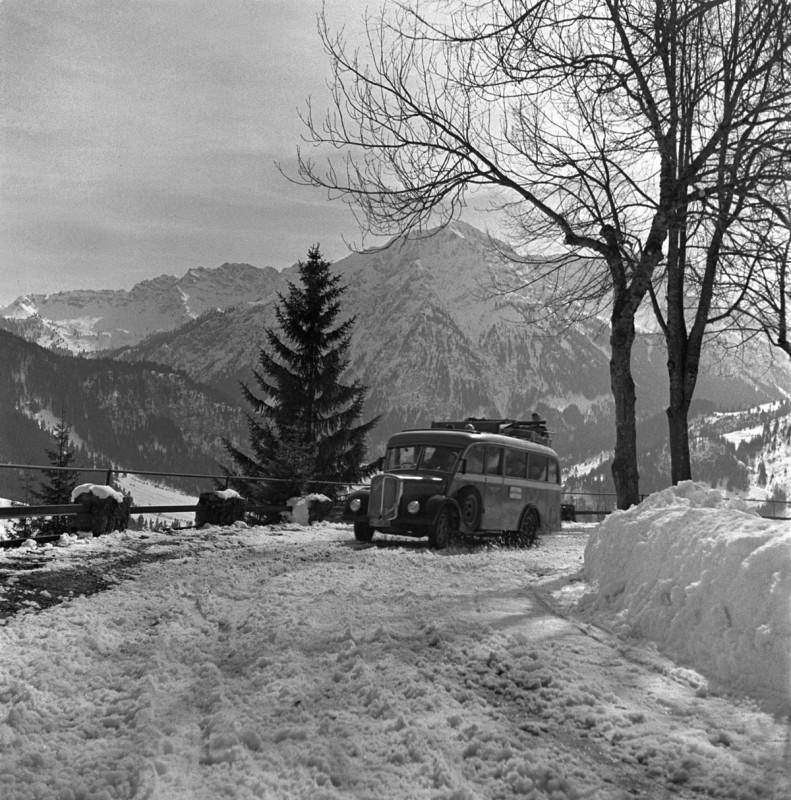 Postbus auf der Jochstraße, 1940