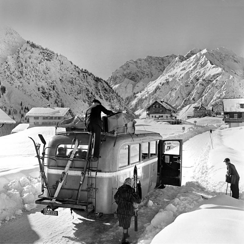 Postbus mit Leuten, 1940